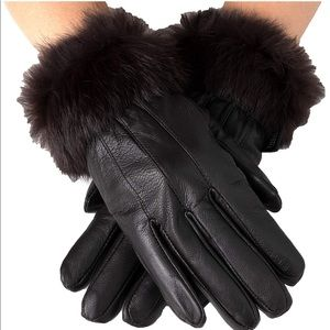 2 pairs of gloves